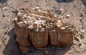 Vẻ kỳ bí của ngôi làng nằm trên tảng đá khổng lồ