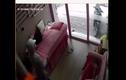 Video: Chủ tiệm nail phát hiện trộm vẫn ung dung... ngủ tiếp