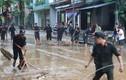 CSCĐ vần mình với bùn đất giúp dân chống ngập lụt