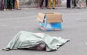 Người phụ nữ đi xe máy đánh rơi bao tải chứa thi thể hài nhi trên đường