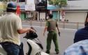 Nghi án thanh niên cầm súng, lựu đạn cướp ngân hàng Đông Á ở Sài Gòn