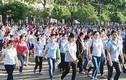 Hàng trăm nghìn công nhân hăng say trở lại làm việc