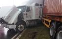 """TP HCM: 2 gái trẻ """"bí ẩn"""" trên container gây tai nạn"""