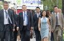 Chủ tịch UB châu Âu hào hứng dạo bộ giữa Sài Gòn