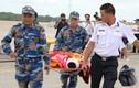 """Xem """"cứu nạn"""" tàu nghìn tấn bị đâm thủng trên sông Đồng Nai"""