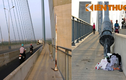 Cảnh nhếch nhác khó tin ở cây cầu biểu tượng TP HCM
