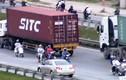 """Kỳ lạ dân sợ CSGT hơn """"hung thần"""" container cướp mạng"""