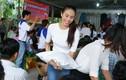Phạm Hương cùng dàn mỹ nhân tặng quà tết cho người nghèo