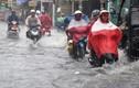 Ảnh: Sài Gòn ngập trong mưa xối xả giữa mùa nắng nóng gay gắt