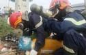 Sài Gòn: 2 bình khí lạ xả mùi hôi nồng nặc trên tuyến nội ô