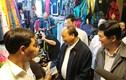 Thủ tướng thăm hỏi từng người dân phố cổ Hội An