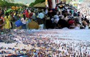 Bãi biển, đường hoa, khu du lịch... chật kín người ngày mồng 2 Tết