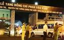 Ảnh: Người dân xếp hàng dài tiễn linh cữu nguyên Thủ tướng Phan Văn Khải