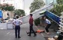 Cổng chào trên đường Nguyễn Huệ đổ sập đè người đi đường