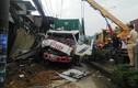 Hãi hùng hiện trường container tông 6 nhà dân ở TP HCM