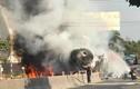 Hiện trường kinh hoàng xe bồn cháy ngùn ngụt trên QL22