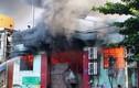 TPHCM: Biển lửa bao trùm kho chứa nông sản, 4 ôtô bị cháy
