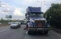 Đường Sài Gòn hỗn loạn vì người quốc tịch Mỹ lao vào container