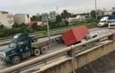 Kinh hoàng container đè ô tô trên cao tốc Long Thành - Dầu Giây