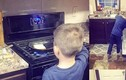 Mẹ Mỹ dạy con nấu ăn, mẹ Việt dạy con tìm người nấu
