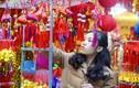 Đồ trang trí Tết Mậu Tuất 2018 nhuộm đỏ phố phường Hà Nội