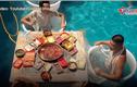 Video: Trải nghiệm mặc bikini, ăn lẩu trong bể bơi
