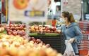 Ngày đầu nâng mức chống dịch, siêu thị Hà Nội đầy ắp rau tươi, thịt cá...