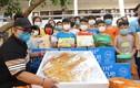 """40 em nhỏ mồ côi vui mừng đón chiếc bánh Trung Thu """"siêu to khổng lồ"""""""