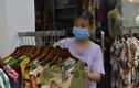 Hà Nội: Hàng quần áo tất bật dọn dẹp trong đêm mở cửa trở lại