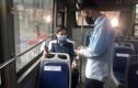 Hà Nội: Ngày đầu xe buýt hoạt động trở lại, mỗi chuyến lác đác 1-2 khách