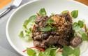 Món kiến đỏ xào thịt bò - đặc sản hiếm có khó tìm của Campuchia