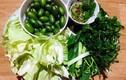 Ra Tết, món nhót xanh cuộn bắp cải chấm chẩm chéo lại sốt xình xịch
