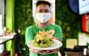 Bánh mì thanh long, burger corona của Việt Nam gây sốt trên báo ngoại