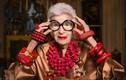 """Cụ bà 99 tuổi """"gây bão"""" với gu thời trang lòe loẹt và tạo dáng như người mẫu"""