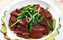 Ăn tiết lợn không đúng cách dù nấu chín vẫn có thể mắc bệnh