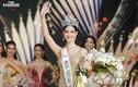 Ngắm gu thời trang gợi cảm của tân Hoa hậu Chuyển giới Thái Lan