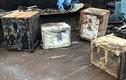 Đem két sắt cũ đi tái chế, bất ngờ phát hiện điều choáng váng
