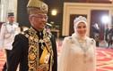 Nhà vua và Hoàng hậu Malaysia tự cách ly vì nhân viên nhiễm Covid-19