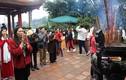 Tết Nguyên Đán, Hà Nội và miền Bắc mưa rét: Người dân vẫn tấp nập đi chùa cầu may
