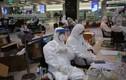 Sinh viên ngành Y nơi tuyến đầu phòng chống dịch: Ăn tranh thủ, ngủ khẩn trương