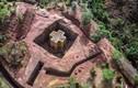 Choáng ngợp nhà thờ hình cây thánh giá khắc từ đá nguyên khối