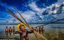 Độc đáo bộ tộc ở Brazil săn cá bằng cung tên