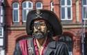 Tiết lộ lý do cướp biển xưa thường bịt một mắt dù không mù