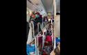 Video: Bất ngờ trong chiếc ôtô khách 46 chỗ di chuyển vào Bình Dương