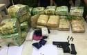 Bắt giữ đối tượng mua bán gần 27kg ma túy, cầm súng cố thủ trong ô tô