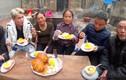 Nấu đồ ăn có thể gây ngộ độc, bà Tân Vlog nhận ý kiến trái chiều