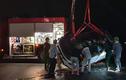 Xế hộp mất lái lao xuống biển khiến 4 người nguy kịch