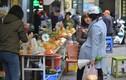 Xem người phố cổ tiêu tiền như thế nào ở đặc khu mua sắm Tết 'chợ nhà giàu'