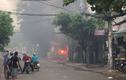 Bãi ôtô gần sân bay Tân Sơn Nhất cháy dữ dội, khu dân cư hỗn loạn
