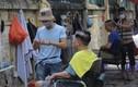 Bất chấp nắng nóng 40 độ C, người dân đổ xô đi cắt tóc ngày đầu HN nới lỏng